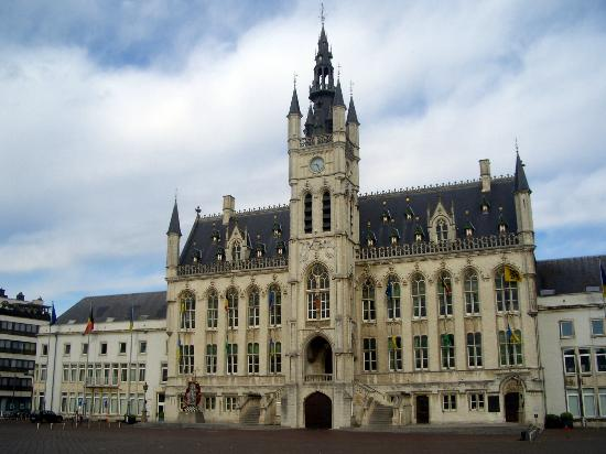 City Hall and Belfry (Stadhuis en Belfort)