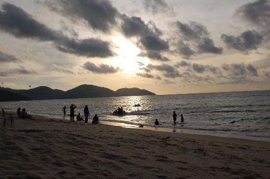 Shangri-La's Rasa Sayang Resort & Spa: Batu Feringgi Beach
