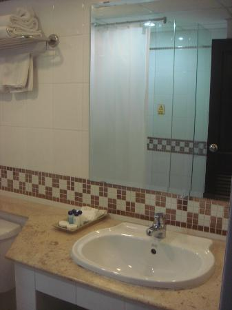 The Ecotel Bangkok: bathroom mirror