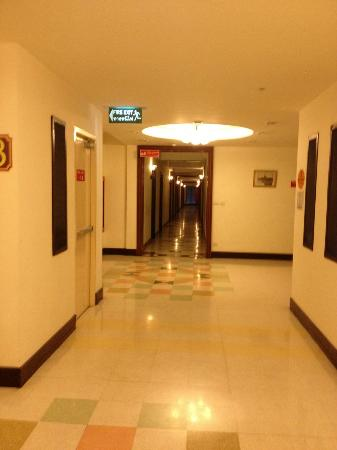 Ecotel Bangkok: hallway