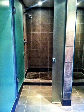 Nita Lake Lodge: Nita Lake Spa - Women's Bathroom Shower
