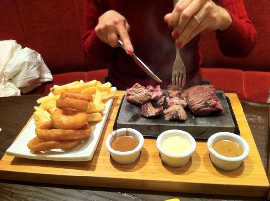 Brogan's Bar: Steak on a stone