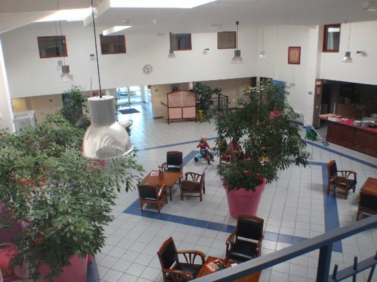 Hotel Aurena : Le hall / patio intérieur