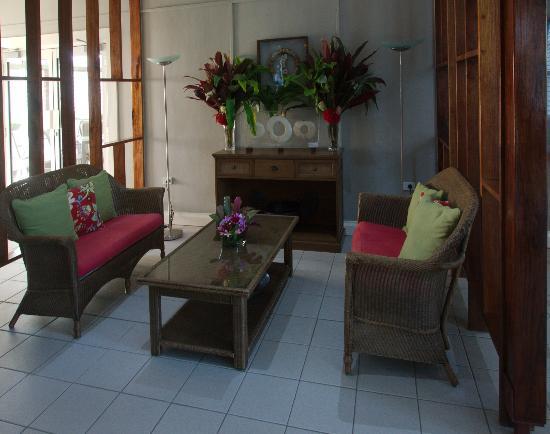In Wewak Boutique hotel: Hotel lobby