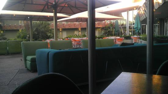 Hotel Valley Ho: View of Outdoor Eating Area