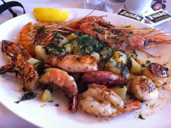 Umar Fisch: umar special - calamari , prawns, scallops