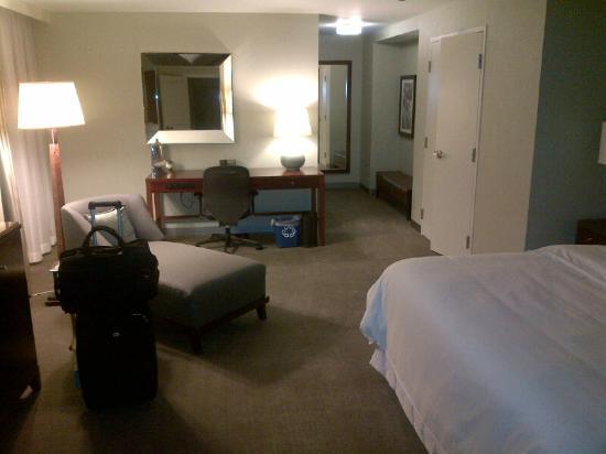 وستن بوك كاديلاك ديترويت: Room 2