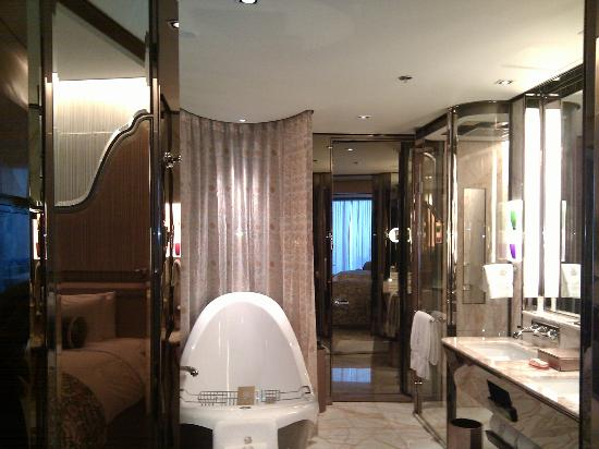 The Ritz-Carlton Shanghai, Pudong: View of washroom from washroom entrance