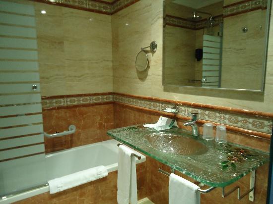 Hotel Julia: стильная ванная комната