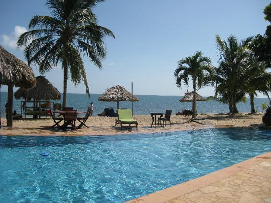 Belizean Dreams Resort : view from the dining area