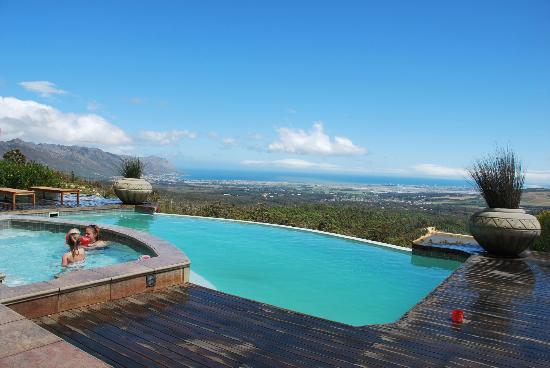 Bezweni Lodge: lekker zwemmen.
