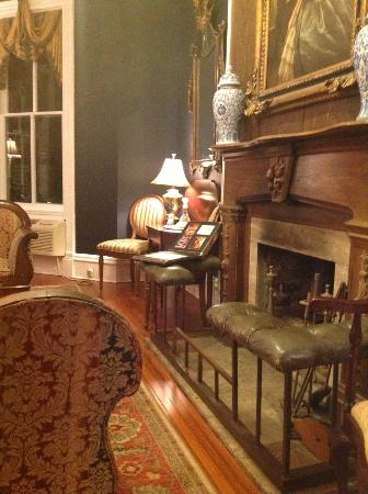 Eliza Thompson House Savannah: Lounge where wine and canapes, coffee and cakes are served