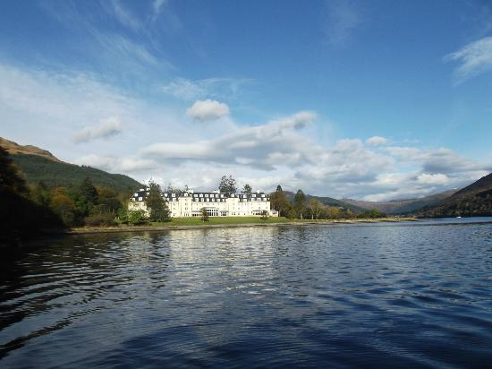 ‪‪Ardgartan Hotel‬: Hotel from Loch Long