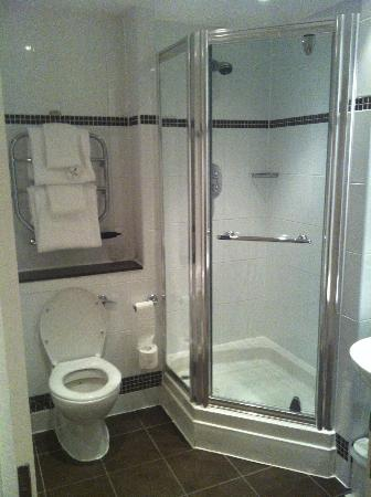 Macdonald Hill Valley Hotel, Golf & Spa: Shower