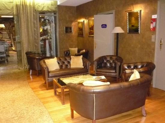 Hotel Victor Hugo Paris Kleber: Lobby.