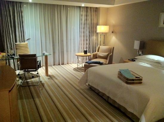 Grand Mercure Dongguan Shijie: chambre