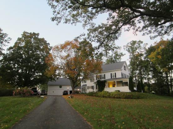 The House On The Hill Bed & Breakfast: Wonderful surroundings