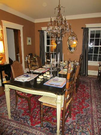 The House On The Hill Bed & Breakfast : Breakfast table
