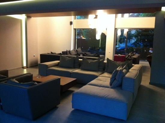 Oktober Downtown Rooms: Lobby with nice confy sofas