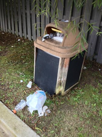 Candlewood Suites Augusta: Trash at Gazebo