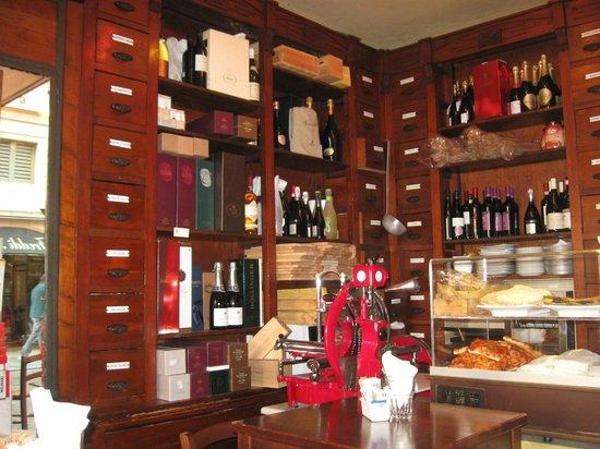 mobili bar antichi : ... Giuseppe Giusti: Interno bar bottega storica con bei mobili an...