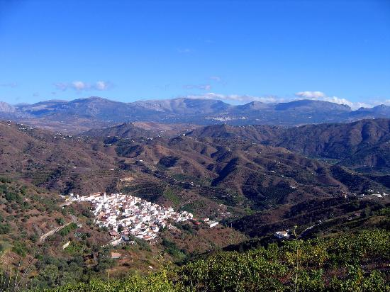The village of Cutar from the top of the hill.