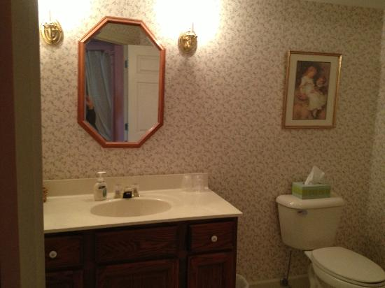 The Polly Harper Inn: Bathroom