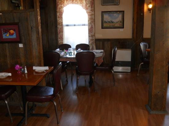 Moon's: Side dining room