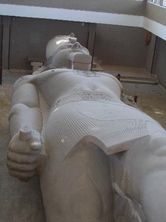 Statue of Ramesses II: Quant' è enorme la statua di Ramses!