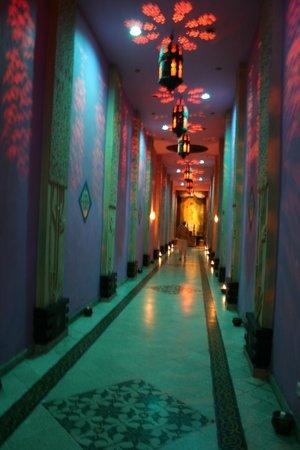 Hotel Tugu Malang : couloir de l'hotel