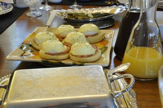 Vancouver House Bed & Breakfast: Bob's jummy breakfast