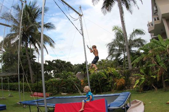 Extreme Hotel: Kids schooling us