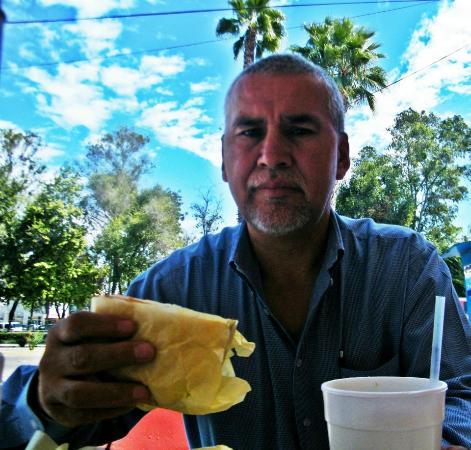 Tortas El Turco : Comiendo tortas frente al parque!