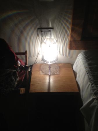Art Hotel Varese: Harsh light that dominates small bedside table.