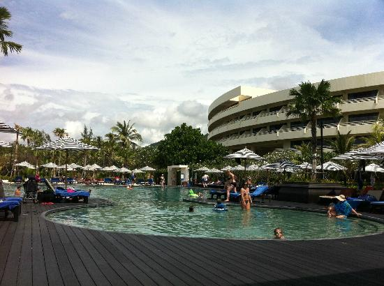 Hilton Phuket Arcadia Resort & Spa: Very warm round pool