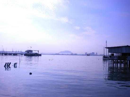 My Chew Jetty Homestay: View of the sea