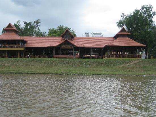 The River Market: Riverside Resturant from the river