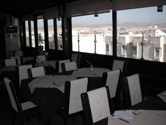 Zahrat al Jabal: Restaurant panoramique