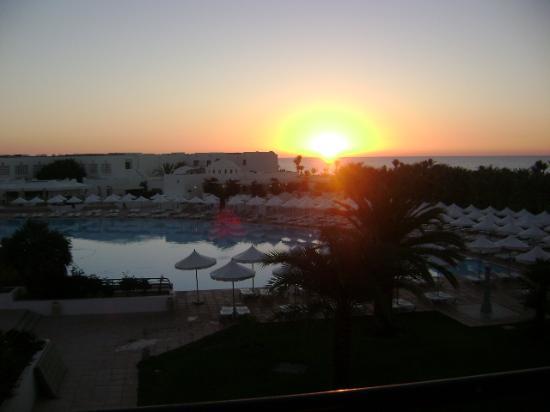 Hôtel Palm Azur: вид с балкона (рассвет)