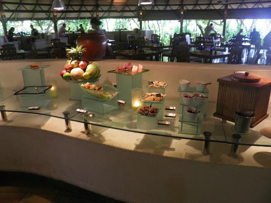 Coco Palm Dhuni Kolhu: Food Area