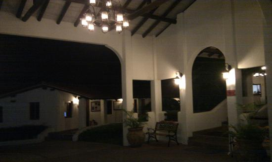 Sugar Cane Club Hotel & Spa: front area