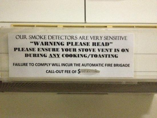 Chasely Apartments Brisbane: Warning on the cooker