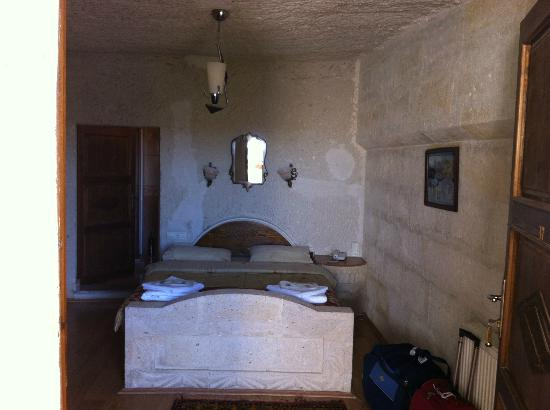 Lalezar Cave Hotel: my room with stone bed, very comfortable