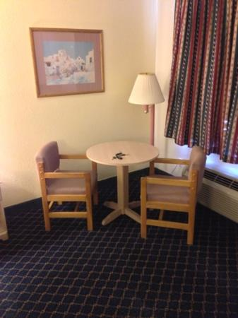 Days Inn Benson: work area (213)