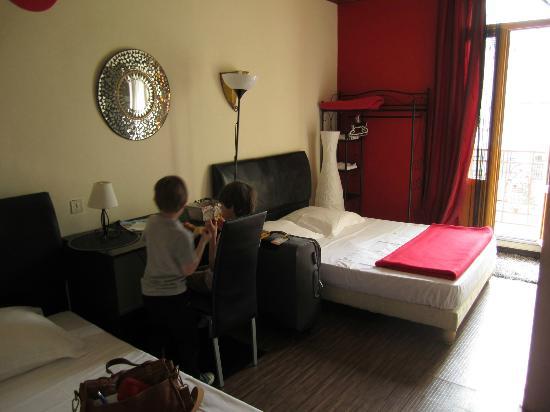 Hotel Alma : Bedroom