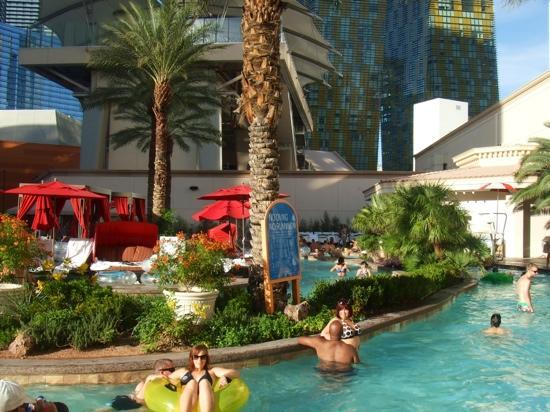 Monte Carlo Resort & Casino: pool area