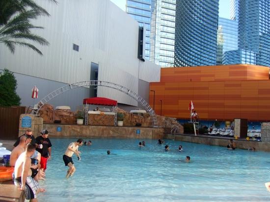 Monte Carlo Resort & Casino: wave pool