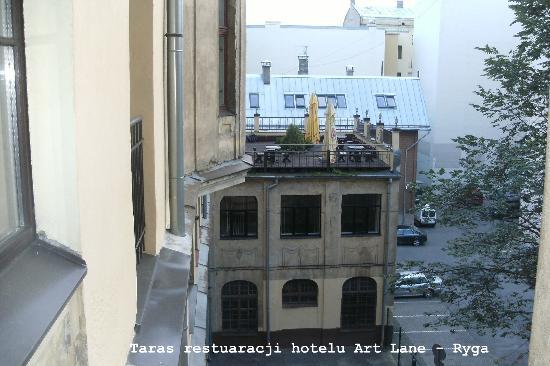 Art Hotel Laine : Widok z pokoju na taras restuwarcji