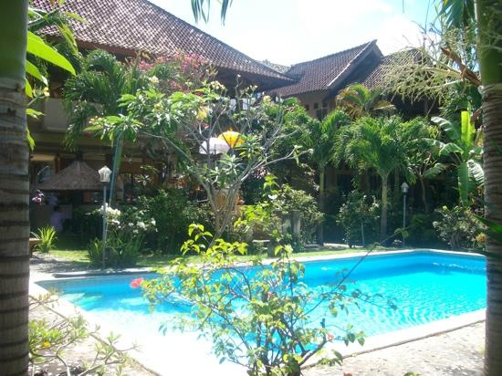 Legian Beach Bungalow: pool area