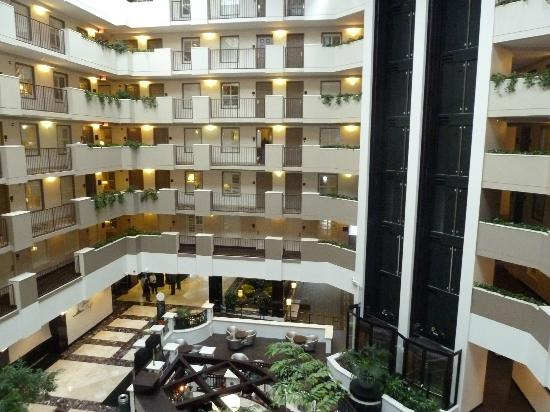 Embassy Suites by Hilton Orlando Downtown: Hotel court yard
